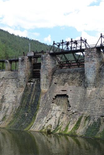 Электростанция Пороги фото механизмов сброса плотины