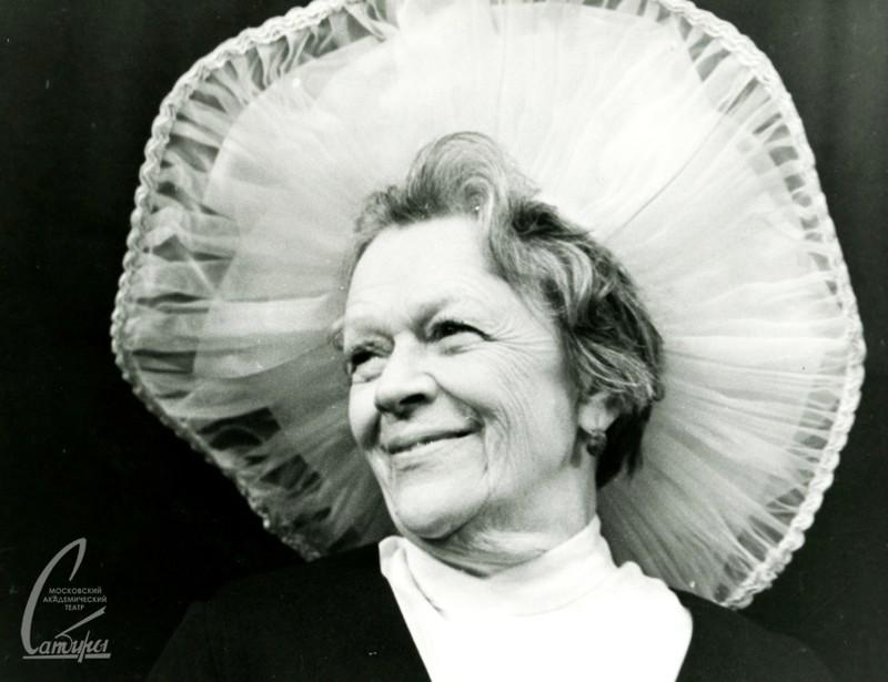 Как это ни странно, Татьяна Пельтцер не всегда была «всесоюзной бабушкой». На сцену она вышла в 10,