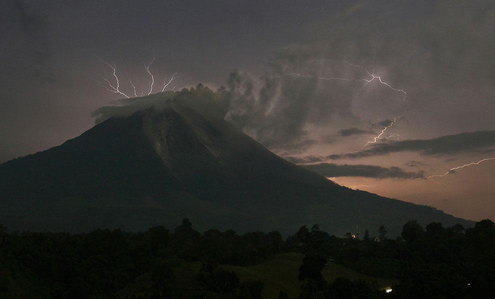 Переносимся в Японию. Гром и молнии. Извержение действующего стратовулкана Сакурадзима , распол