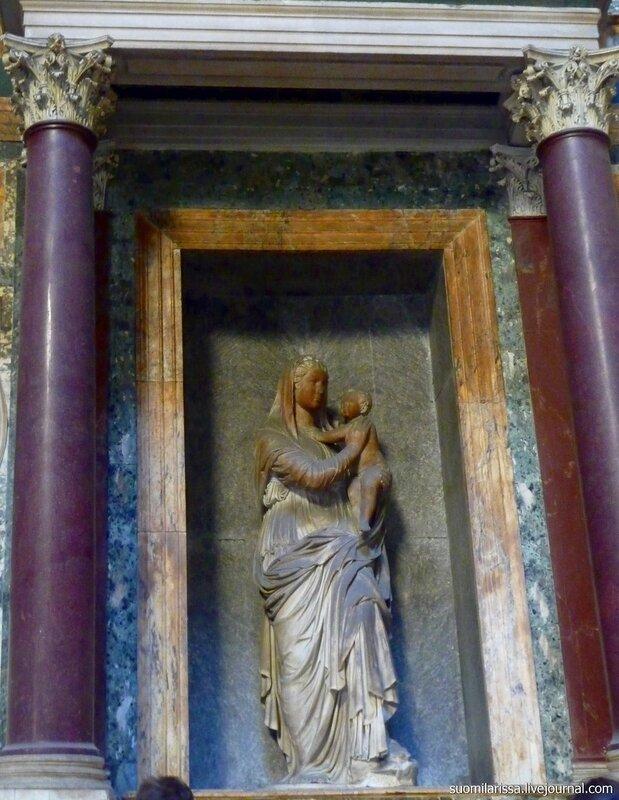 Пантеон. Гробница Рафаэля.