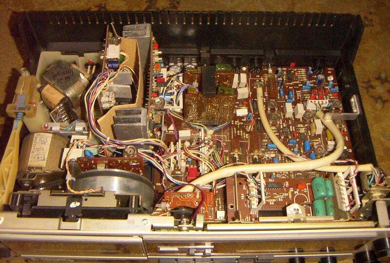 Киевский завод Маяк.  Производство с 1988 и 1990 года.  'Маяк М-240-С'' это модификация известных кассетных...