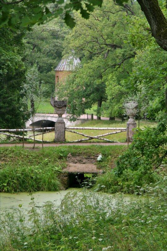 Павловский парк. Руинный мост и вид в сторону Пиль-башни