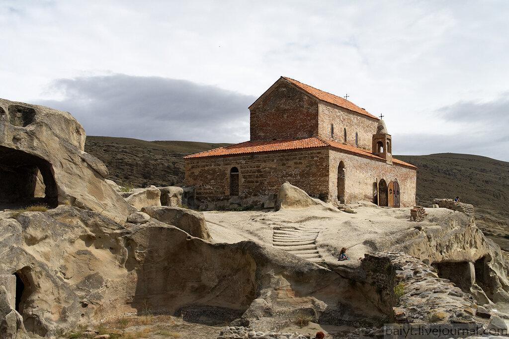 Церковь Уплисцули (X в.) в пещерном городе Уплисцихе
