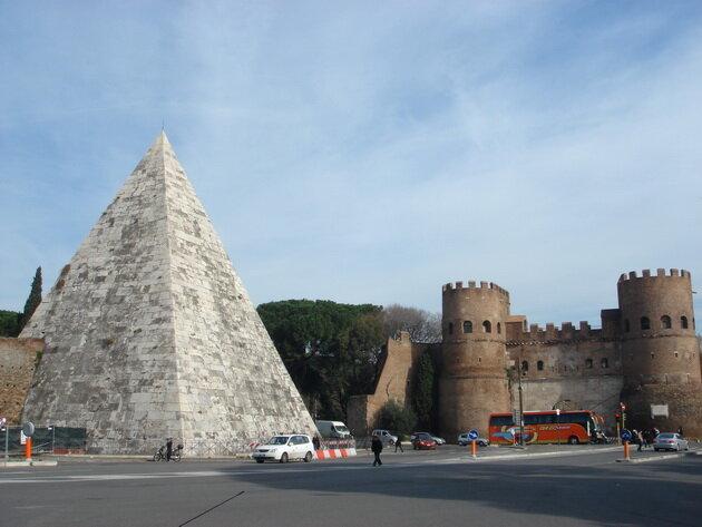 Пирамида Цестия. Италия