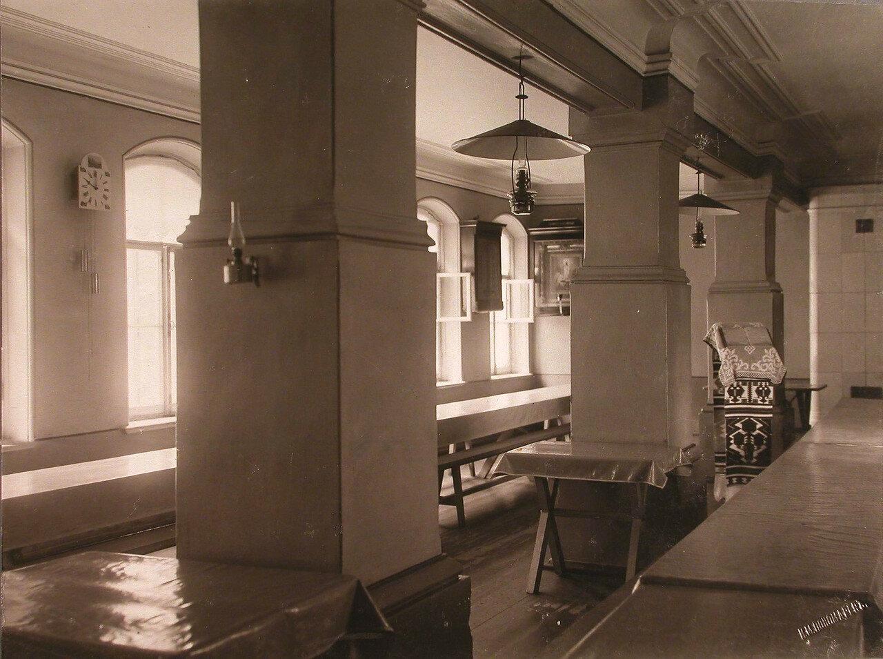 44. Вид части помещения столовой в здании богадельни