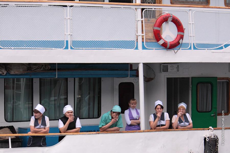 7 сентября 2009 года. Работники камбуза теплохода «Бородино»
