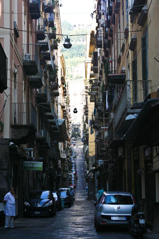 Неаполь печально знаменит своим Испанским кварталом