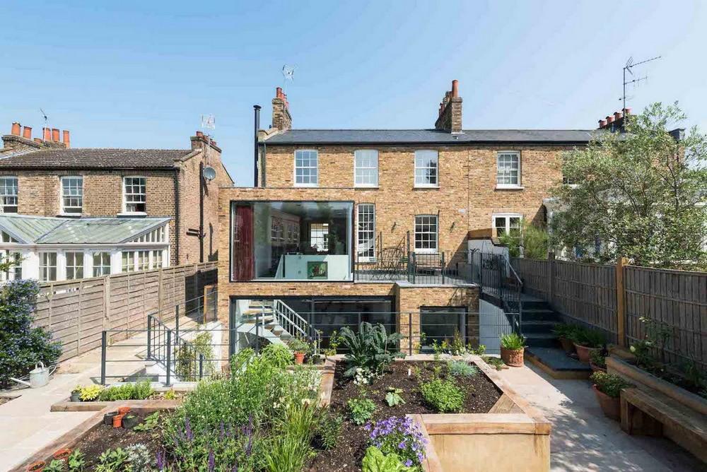 Реконструкция старого дома в историческом районе Лондона