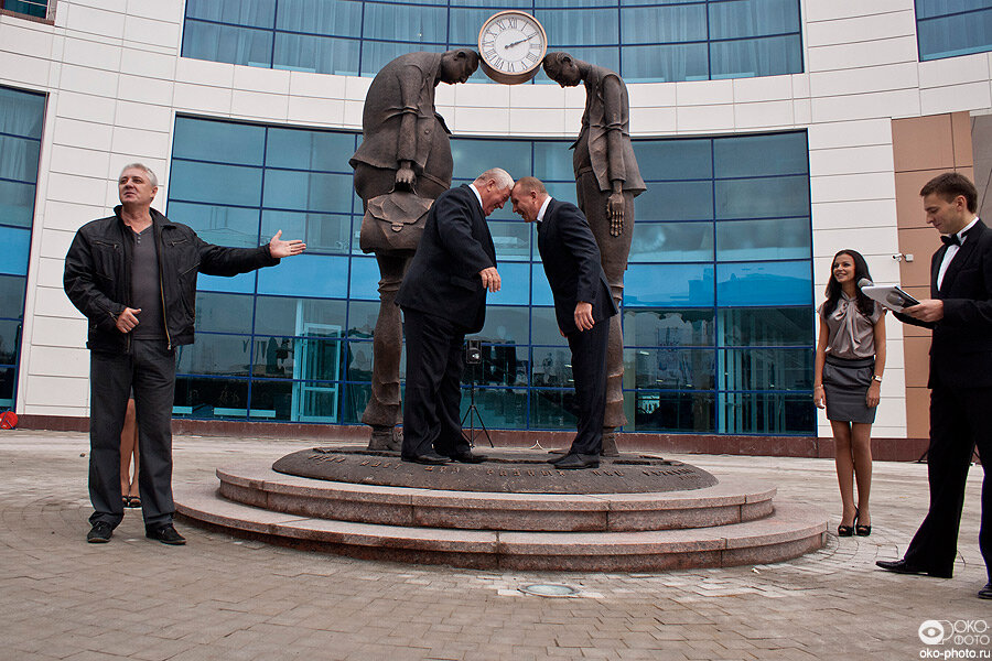 Первый в России памятник чиновнику и предпринимателю