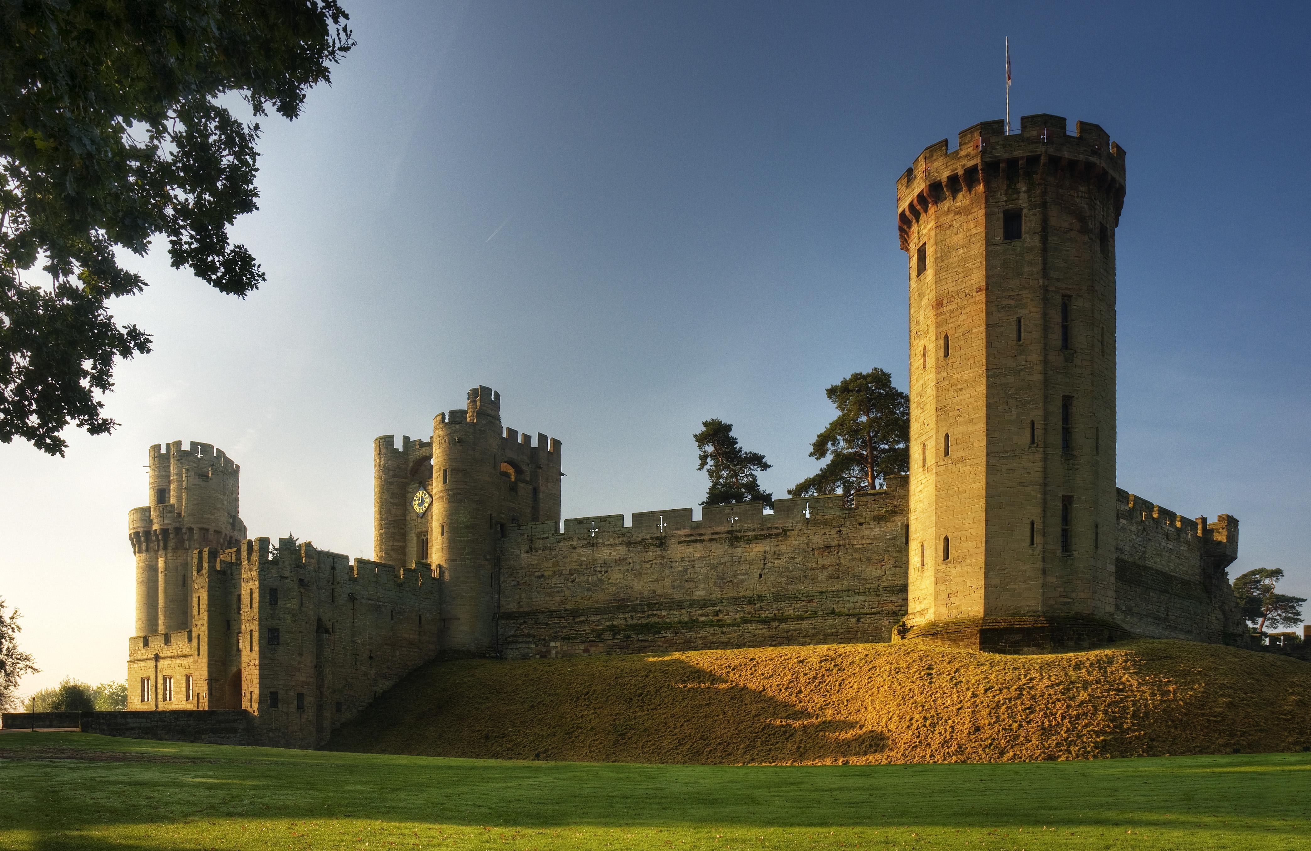 гостиной, фотографии старых замков и башен утро, ещё темно