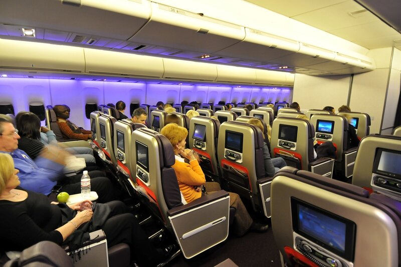 При этом в салонах бизнес-класса пассажирские места расположены на верхней палубе.  Они размещаются вдоль бортов по...