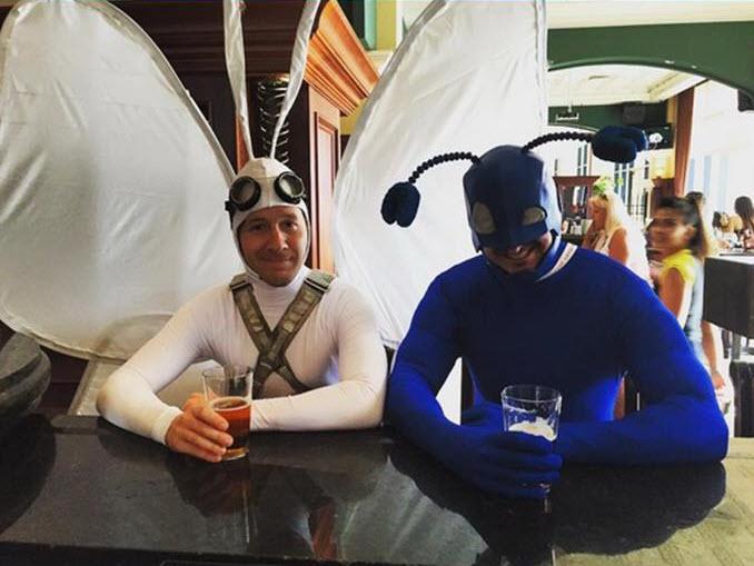 Трейлер фильма «Бэтмен против Супермена» и парные костюмы на Комик Кон