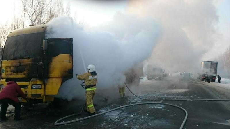 Натрассе Тюмень— Ханты-Мансийск горел грузовой автомобиль