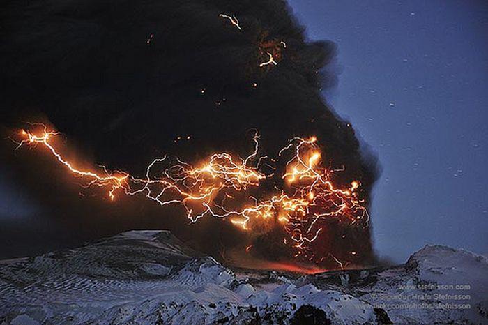 Красивые фотографии молний в самых разных местах и ситуациях 0 a551e d09c30ba orig