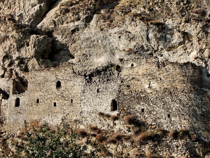 Наскальная крепость