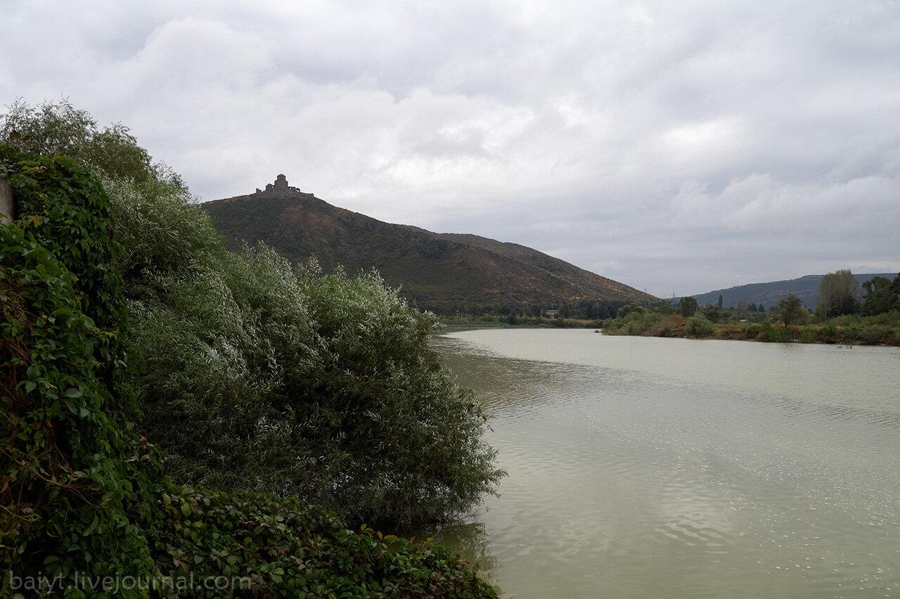 Утро у берега Куры с видом на Джвари