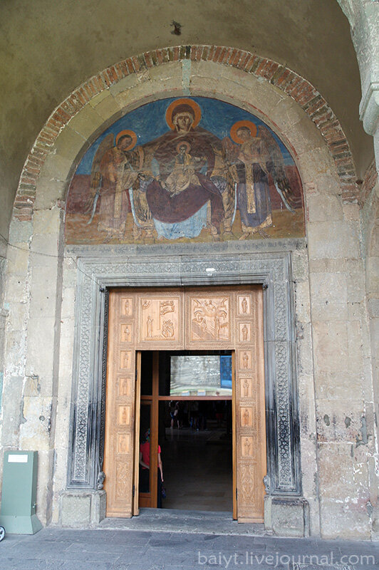 Вход в собор Светицховели