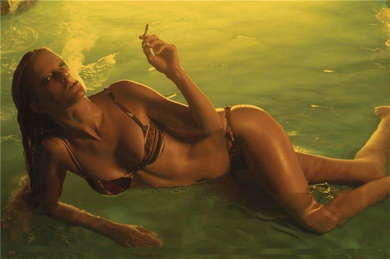 smoking Carolyn Murphy / Каролин Мерфи с сигаретой
