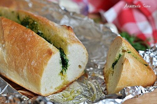 Хлеб с чесночным маслом (разрез)