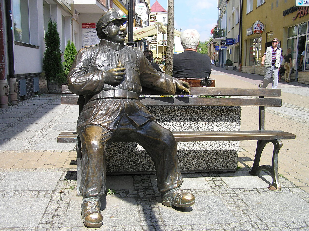 Бравый солдат Швейк на базарной площади в Санок, г. Санок, Польша