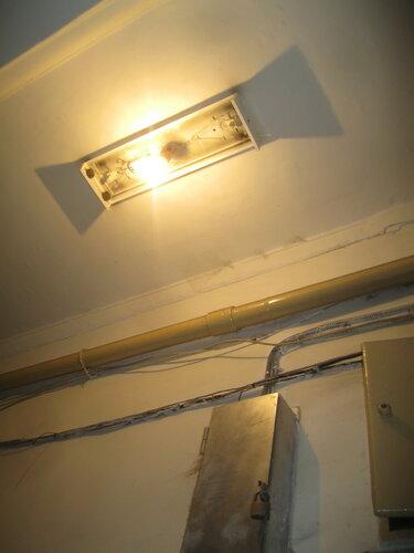 Экстренный вызов электрика из-за отключения электроснабжения части коммунальной квартиры после повреждения проводов ножницами