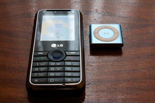 LG GX200 и iPod Shuffle