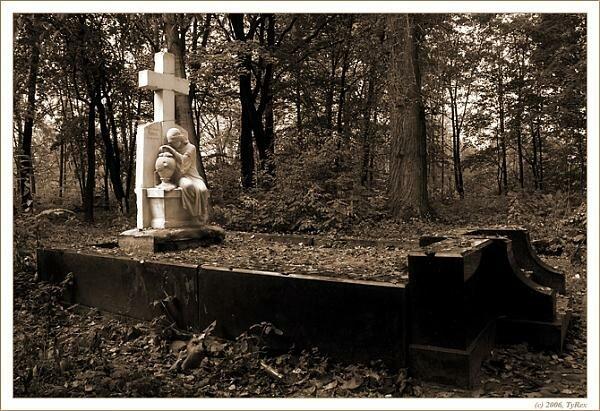 ...лютеранское (или Немецкое, как его называли раньше) - старейшее в северной столице кладбище для инородцев.