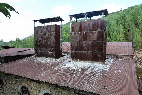 Здание цеха у электростанци Пороги - вытяжка