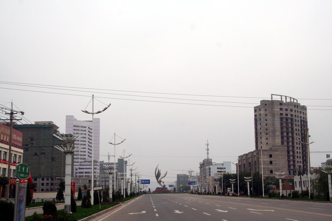 3 Город Ордос в провинции Внутренняя Монголия начали строить в 2003 году. Несмотря на то, что в этой