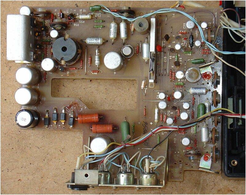 В новых магнитофонах модернизирован привод фрикциона приёмного узла, установ- лены направляющие стойки для...