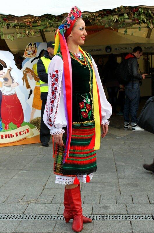 девушка в украинской одежде