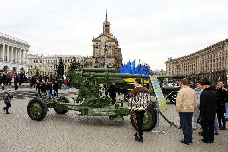 Зенитное орудие на Майдане Незалежности