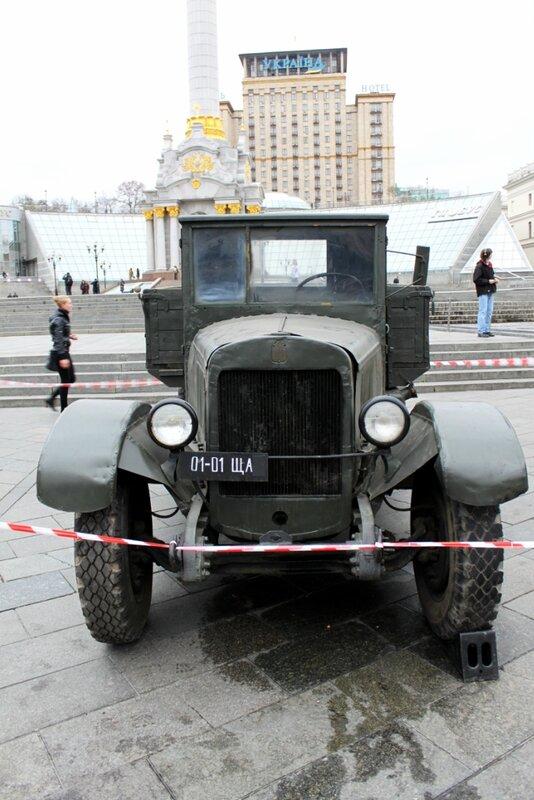 Выставка военных автомобилей в Киеве