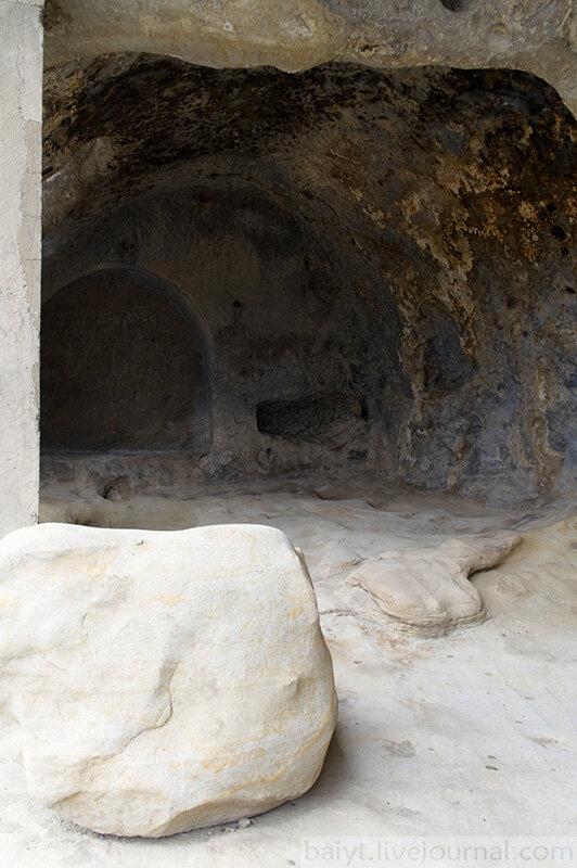 Внутри пещер Уплисцихе