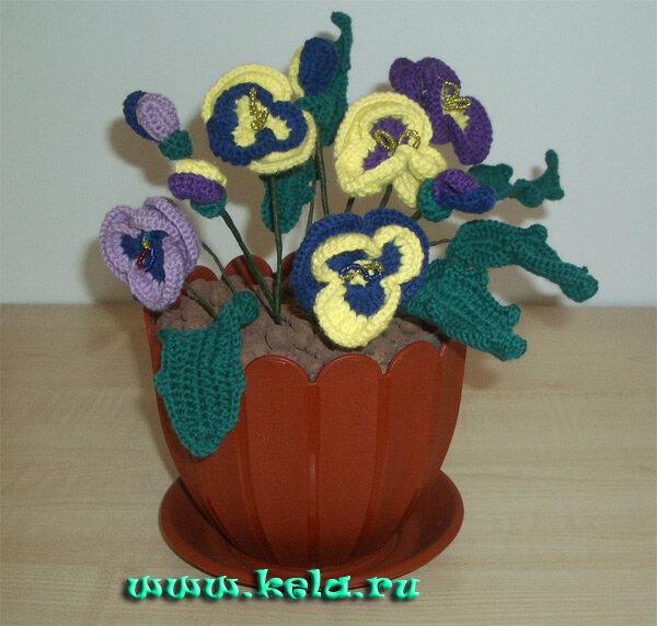 Изготовление таких цветов требует и времени и терпения.  Результатом является красивый горшок с цветами...