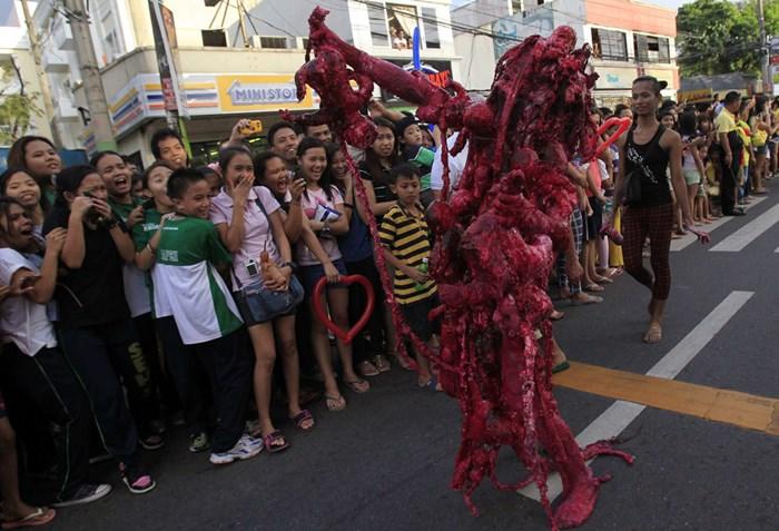 Тыквы и страшные костюмы: мир празднует Хэллоуин 2014 года 0 106ab4 6df5d0fc orig
