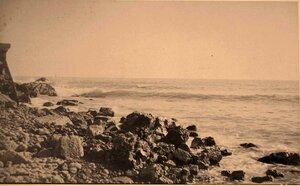 Каменистый берег моря.