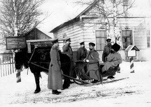 Командир подразделения Раяйокского поста стражи в санях с унтер-офицерами поста.