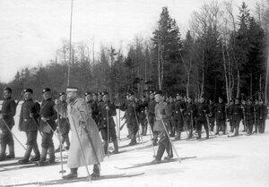 Группа гвардейских стрелков на лыжах на учении в бригаде.