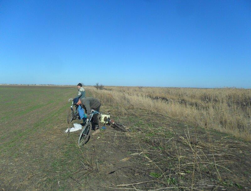 В походе, с велосипедом, октябрь. 2014 год, Кубань