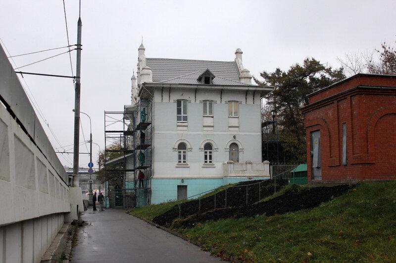 Станция Воробьёвы горы, здание