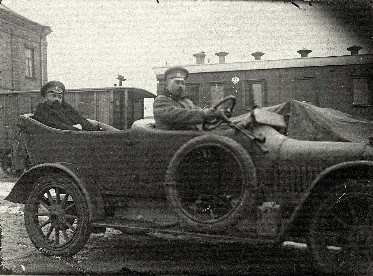 Автомобиль в г. Красноярске в годы первой мировой войны