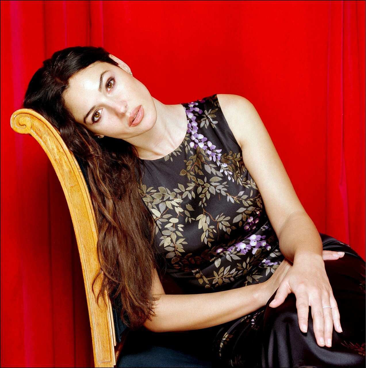 Italian film actress Monica Bellucci who is currenly starring in the action film 'Tears Of The Sun' and the controversial 'Irreversible'. Now apart from her long term spouse Vincent Cassel following their work together on Irreversible, the 5ft 9 raven hai