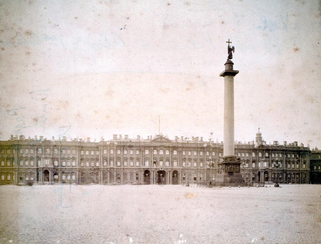 06. Санкт-Петербург. Вид на Зимний дворец и Дворцовую площадь