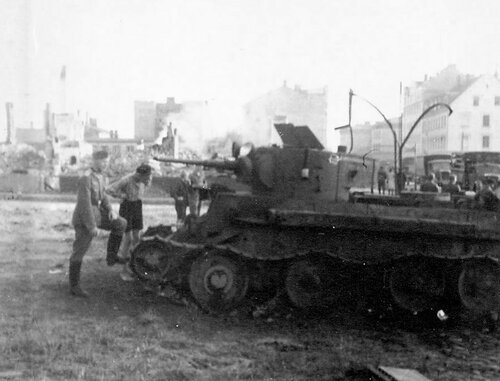 Танк БТ-5 обр. 1935 г. из 5-го мсп подбитый в г. Рига.