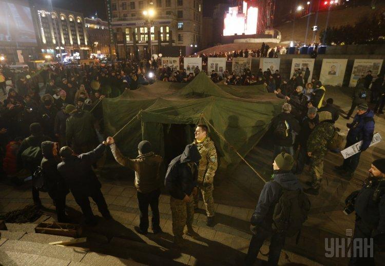 На Майдане устанавливают палатки 20.02.16.jpg