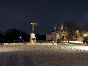 Памятник Александру Невскому - Новый год в Великом Новгороде