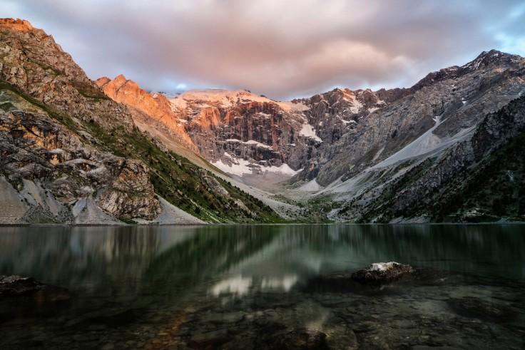 Фанские горы расположены наюго-западе Памиро-Алая врайоне Гиссарского иЗеравшанского хребтов (Тад