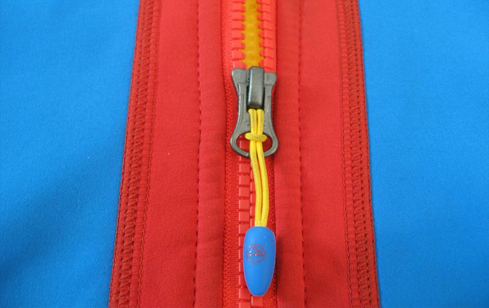 Если на морозе быстро разрядился телефон или камера, положите его во внутренний карман поближе к тел