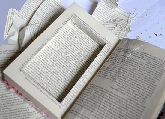 Это классический способ, но тому есть причина: если у вас большая библиотека, тайник в книге тяж
